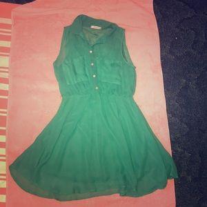 Green summer dress 😌